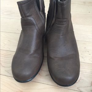 Very comfortable brown boots